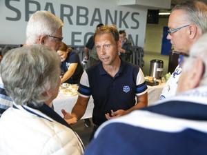 Andreas Hedbom fick många frågor av supportrarna.