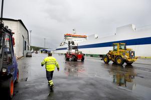 Cirka 60 medlemmar berörs av strejkvarslet och lockouten i Sundsvalls hamn.