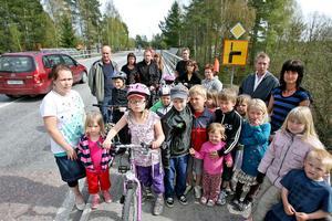 Barnen som bor i Östanbo måste ta sig över Flygvägen som saknar ett markerat övergångsställe.