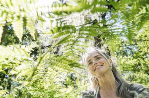 Petra Ellora Cau Wetterholm var först att etablera guidade skogsbad i Sverige. – Folk blev lite förvånade och jag tror att de flesta tolkade det mer som mindfulness i skogen. Det var rätt mycket positivt intresse men inte alls i den skalan som är nu, några år senare. Foto: Lars Pehrson/SvD/TT