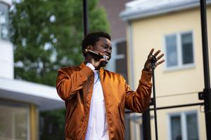 Tousin Chiza studerar på Rytmus i Borlänge.