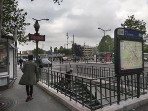 Tunnelbaneuppgång vid Porte de la Chapelle.