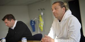 Tony Gustavsson och Jens Gustafsson försökte sammanfatta det galna mötet lagen emellan på presskonferensen efteråt.