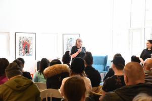 """""""Studenterna är fantastiskt duktiga, de skriver roligt, starkt berörande och underfundigt"""", säger Ewa Wahlgren."""