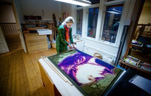 Eva Olanders håller till i Saltskogs gård där hon delar ateljé med Britta Penje.