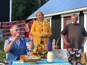 Sommarstugegrannarna spelas av från vänster: Fred Olsson, Lena Bjelkström och Leif Jonsson.  Bild: Hanna Westman