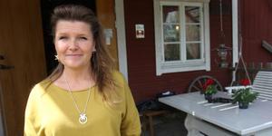 Karin Karlsson bor på Oxhagens gård i Sorunda. En onsdag i månaden under sommaren bjuder hon och hennes familj in till fyra tillfällen med Car & Coffeemeet.