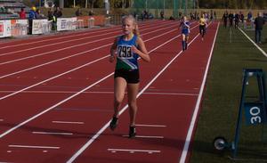 Elin Sander från IF Vingarna tog hem flickor 13:s 1 500 meter, knappt sju sekunder före närmsta konkurrent.