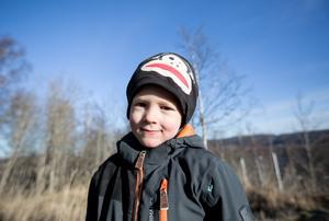 Jordan Berglund från Borlänge är fem år. Han konstaterar att de som är äldre än han själv är väldigt bra på att skräpar ner.