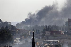 Turkiska bomber har fallit över staden Tel Abyad i Syrien. Foto: TT