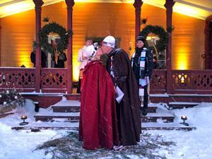 Här gifter sig paret vid Vasaloppsmålgången i Mora. Foto: Vilma Muhr
