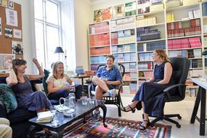 Författarna Marie-Louise Marc, Jenny Fagerlund, Christoffer Holst, mässgeneral och Pia Printz, förläggare på förlaget Printz Publishings kontor i Gamla stan.Förlaget Printz Publishing startar bokfestivalen