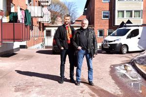 Till höger ser man oppositionsråd Lennart Sohlberg (S), och till vänster Johan Morell (S), 2:e vice ordförande i för- och grundskolenämnden, som båda ställer sig högst tveksamma till etableringen av en ny friskola i Mora.