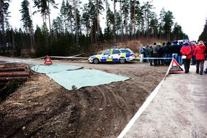 Hjulspåren som fanns invid platsen där Englas cykel hittades säkrades av polisen.