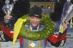 Tio minuter efter vurpan stod Stefan Svensson som segrare, mörbultad, på prispallen!