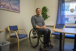 Christian Hedberg i Hedemora har ingen badplats i närheten som är anpassad för rullstolar.