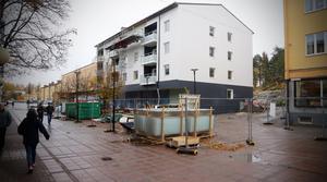 DHyresgästerna i det nya hyreshuset ska få köra på gågatan till och från sin parkering på baksidan huset.