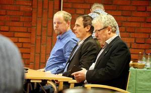 Dennis Hjalmarsson (t.v.) har en egen teori om vad som föranledde beslutsgången.