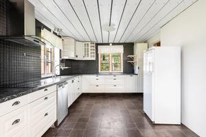 Köket renoverades för bara några år sedan. Foto: Fotograf Patrik Persson
