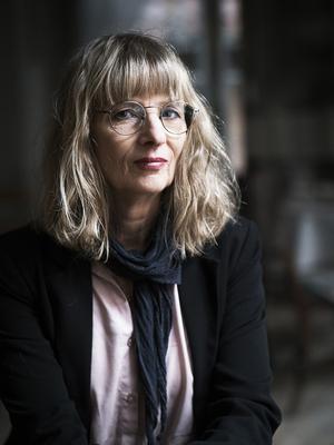 """Litteraturvetaren, poeten och översättaren Ida Andersen debuterade som romanförfattare med """"Här slutar allmän väg"""" (2016). Nu kommer hennes andra roman."""
