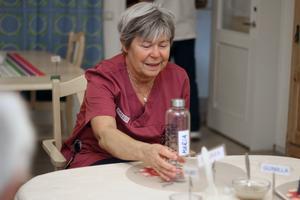 – Att känna sig behövd och ingå i en grupp stärker självkänslan, säger Maria Olsson, undersköterska som arbetar med dagverksamhet för äldre.