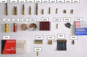 Ammunition, primers och  blyprojektiler som hittades i mannens bostad. Bild: Från polisens förundersökning