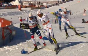 Karl-Johan Westberg och Sindre Skar hamnade i en incident som slutade med dubbelfall. Foto: Skärmdump (SVT)