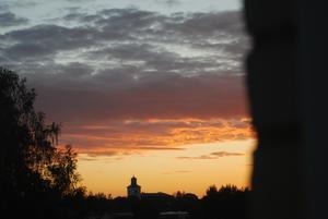Kvällshimmel över Alfta kyrka. Fotograf: Olle Drebäck
