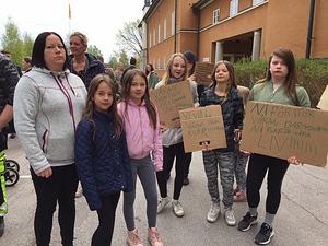 – Jag tror vi har påverkat politikerna, sa Annelie Norman, mamma till två barn i Idkerbergets skola. Laguna Hansson, Mathilda Juhlin, Patricia Moberg, Alva Rusback och Emelie Juhlin var några av eleverna från skolan som demonstrerade.