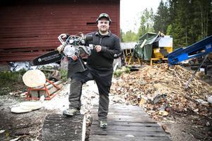 Calle Svadling, från Liholen, utanför Bjursås tävlar i helgen vid nordiska mästerskapen i timbersport.
