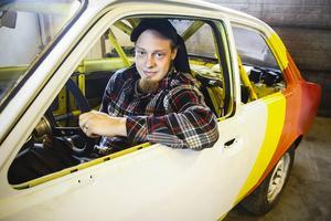 Totte har ett genuint bilintresse och har kört folkrace sedan han tog sin licens som 15-åring.