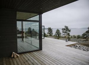 Utanför de stora fönstren pågår naturens skådespel  som en tavla året om.