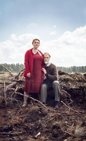 Lovisa Onnermark och Niklas Falk gör huvudrollerna i Riksteaterns uppsättning av