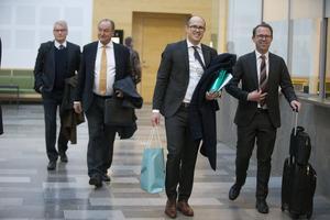Grundaren av och vd för Cassandra oil, Anders Olsson samt bolagets advokater, Cristopher Stridh och Sverker Bonde under tvisten mellan Cassandra oil  och Länsförsäkringar Bergslagen i Västmanlands tingsrätt.
