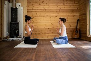 Meditation och avslappning är en stor del av yogafilosofin och en stor del av retreaten.