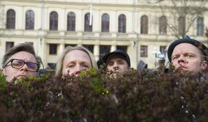 Sven Björklund, Sofia Wretling, Mattias Fransson och Olof Wretling i komikerkollektivet Mammas nya kille, sätter upp en scenshow  som nu går på turné.