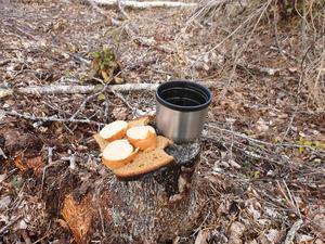 En smörgås utan smör, men med några korvskivor, kan smaka bättre än den bästa Nobelmiddag – bara tillfället är det rätta.
