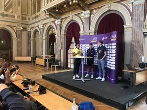 Vanessa Kamga frågas ut under pressträff dagen innan EM-premiären, tillsammans med fransmannen Jimmy Gressier (guldkandidat på 5000 meter) och Andreas Kramer (guldkandidat på 800 meter).