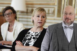 Det här är en ledartext av Patrik Oksanen som skriver om säkerhetspolitik för flera av MittMedias liberala och centerpartistiska tidningar. På bilden kabinettsekreteraren Annika Söder och utrikesminister Margot Wallström (S).