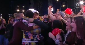 Kramkalas utbröt på scenen när Tusse fick se sina kompisar från Rytmus. Foto: TV4.