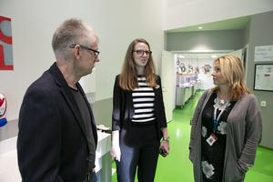 Rektor Tyko Persson, biträdande rektor Fanny Brandström och Monica Lundin (L), ordförande i barn- och utbildningsnämnden, har alla sett fram emot matsalen.