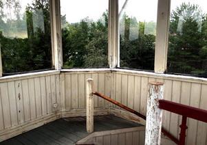 Tornhuset är känt som Träpatronen i folkmun.