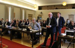 Lars Ivarsson (S) i täten valdes till fullmäktiges ordförande i Borlänge vid första mötet efter valet. Anna Granlund (M), andra sittande från höger, valdes till vice ordförande.