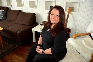 Marianne Svelander blev påkörd i centrala Sundsvall. Nu tycker hon att bilister ska genomgå täta körkortskontroller.