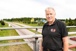 Risken för olyckor ökar många gånger vid framförande av bil och telefonanvändning enligt Hans Moberg.