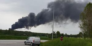 Kraftig rökutveckling vid en brand på Fortum Waste Solutions anläggning i Kvarntorp.