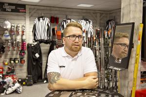 Så sent som i början av oktober var ordföranden för Vg Hockey in och ville ha mer utrustning från Nobo Sport, men fick då nej på grund av utebliven betalning.