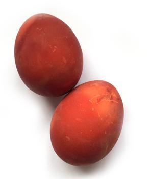 Om äggen får koka med skal från gul lök blir de så här fina.