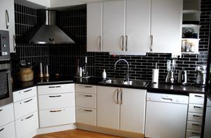 Köket var i bra skick när de flyttade in så de har inte gjort några förändringar.