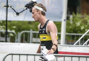Stora Tuna OK:s Emil Svensk,  här på sprint-SM i somras,  fick se sitt lag diskas i orienteringens 25-manna.
